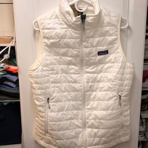 Patagonia nano vest, your to go piece! Wms L. NEW